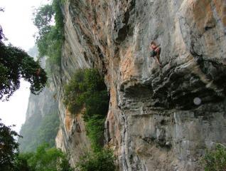 rr on 'call me helmet' F8a tyrolean wall/ tonsai/ thailand