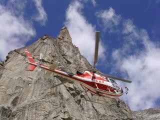 Chopper swoops in below Aiguille Didona