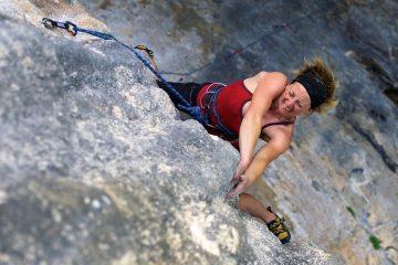 Nickie Taylor gets aggressive on Scilla, F7a tufa at sector Erboristeria