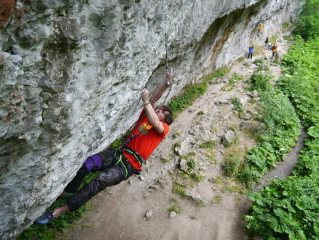 Ethan making the tricky clip on Bricktop (8b) - Chee Dale cornice