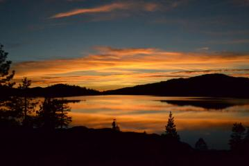 The most amazing sunset I've ever seen - Sierra Nevada Mountains (Loon Lake)
