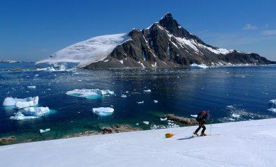 Heading for the unexplored. Apendice Island Pk behind. Antarctic Peninsula
