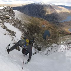 Finishing the upper pitch of C Gully/BC Buttress, Y Garn