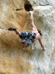 Unknown Italian latching the dyno Variante Robin, Grotta Cala Mancina, San Vito lo Capo