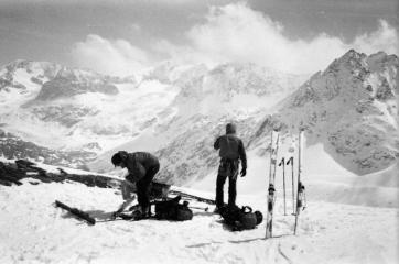 Removing skins for the descent to the Chanrion Hut on the Haute Route