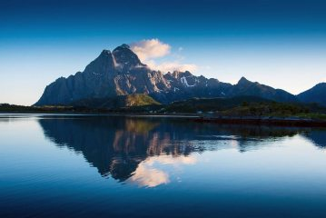 Mighty Vagakallån and its reflection, 126 kb