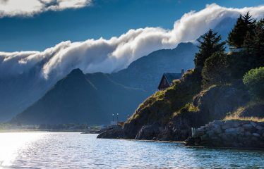 Clouds roll in from the cold Atlantic - Lofoten, 177 kb