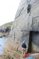 Ian leading Sinecure E1 5b ** - Carreg-y-Barcud - Pembroke