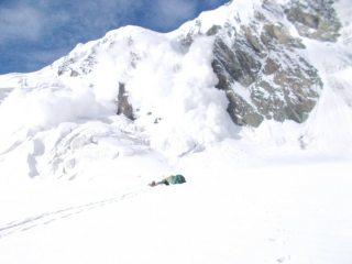 Avalanche in upper Merzbacher glacier