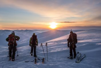 On top of Nordenskiöldfjellet to see the first rays of sun after the winter