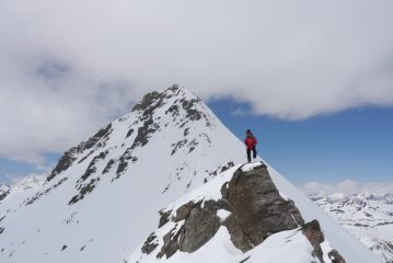 Simon4 soloing down from Albaron summit