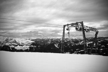 The ski lift finishing at the summit.