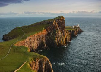 Neist Point Lighthouse and cliffs, Isle of Skye., 157 kb