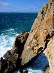 Diamond Solitaire (VS4c), Flying Buttress Main Cliff, Lundy, 135 kb