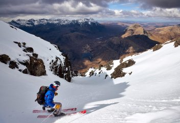 Finally managed to ski on Skye! Skiing off the summit col of Blà Bheinn into the stunningly situated Willink's Gully., 185 kb