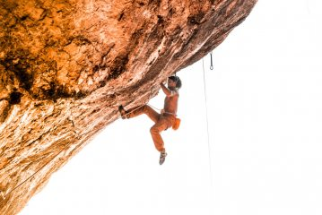 Simon making a very quick ascent of Salva Mea 8a, second tie in!