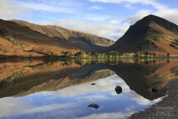 Fleetwith Pike reflected in buttermere, Lake District , 165 kb