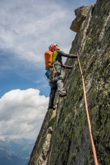 Absorbing climbing on Papillons Arete, 397 kb