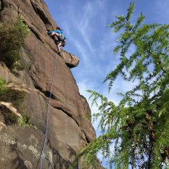Right Hand Route, starting the leftwards traverse, 698 kb