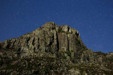 A moonlit Dinas Cromlech under a star sky, 730 kb