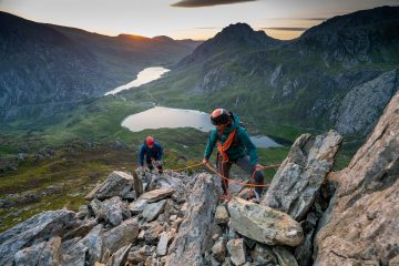 High above the Ogwen Valley at dawn on the East Ridge of Y garn , 859 kb