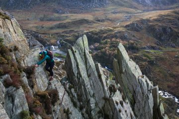 Kathryn Roberts making the final moves across Pinnacle Ridge on Craig Braich Ty Du in Ogwen, 1006 kb