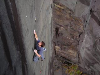 Pete holding the crucial Dyno on a redpoint attempt on Spong (Is good for you) F7c, Rainbow Walls