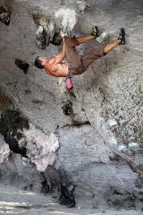 Bouldering on Laoliang
