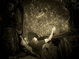 Mark E on King Edward, V9, Black Rocks
